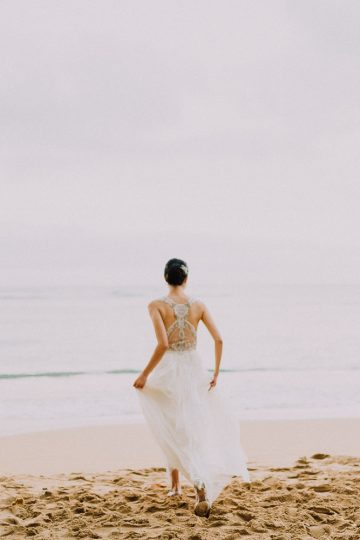 bride runs to ocean halekulani hotel waikiki beach